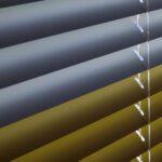 Aluminiumspersienner for en lystett solskjerming