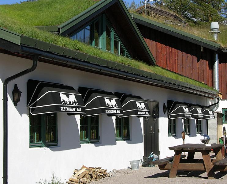 Kurvmarkise - Fasadeprodukter AS - på fasade