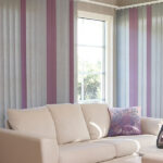 Lamellgardiner i stuen i forkjellige farger