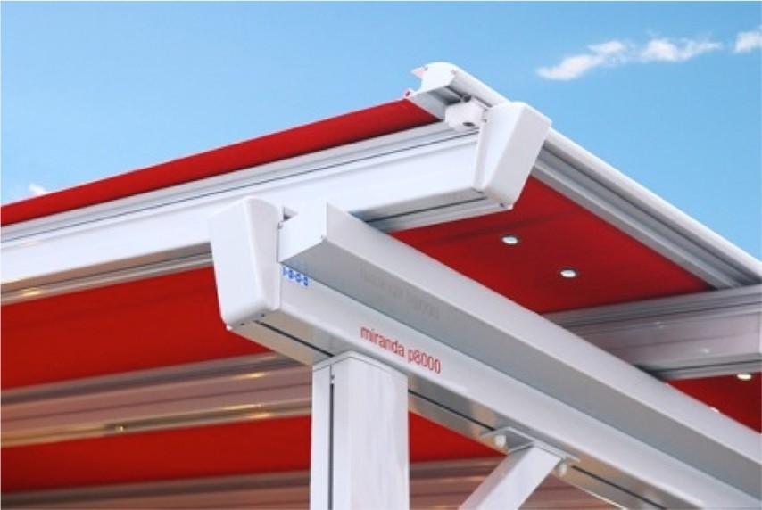 Rød pergolino fra Fasadeprodukter