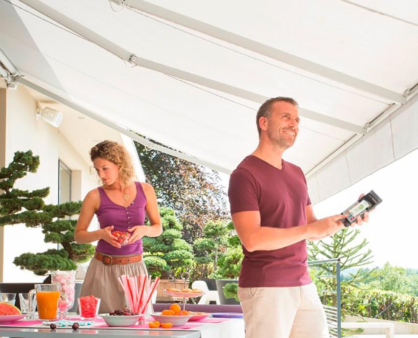 select-light-terrassemarkise-fasadeprodukter-lys-markise-fjernstyring-fra-fasadeprodukter-a