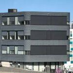 Bilde av bygning med screen.