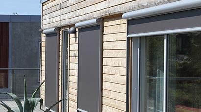 Utvendig solskjerming med screens fra Fasadeprodukter AS